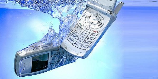 telefon-upal-v-vodou